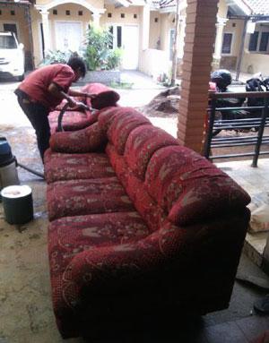 cuci sofa bekasi